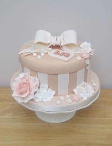 Hat Box - Cake by The Buttercream Pantry