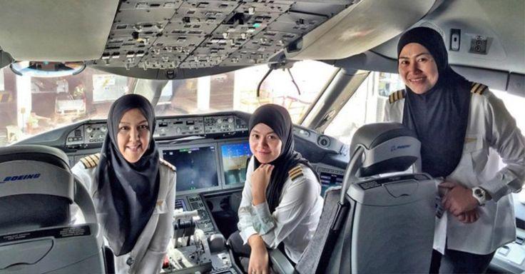 La aeronave de Royal Brunei Airlines es la primera cuya tripulación es totalmente femenina, en aterrizar en Jeddah, en donde se prohíbe a las mujeres conducir