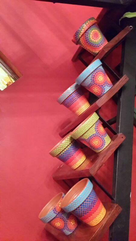 Stairs. Escalera. Macetas pintadas a mano. Facebook: A'cha Pots. achapots@hotmail.com