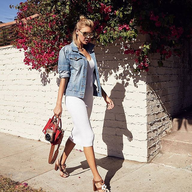 @KellyRohrbach interpreta un outfit @MichaelKors dallo stile rilassato sulle strade di Los Angeles nella nuova campagna The Walk. #MCLovesMichaelKors #SidewalkSpotted  via MARIE CLAIRE ITALIA MAGAZINE OFFICIAL INSTAGRAM - Celebrity  Fashion  Haute Couture  Advertising  Culture  Beauty  Editorial Photography  Magazine Covers  Supermodels  Runway Models
