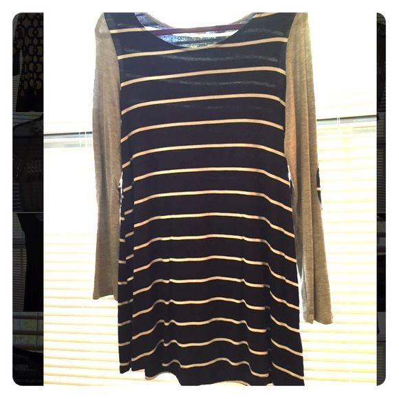 Boutique tunic Adorable boutique tunic for sale! It hits mid-thigh and looks great with leggings. The material is a super soft cotton, which looks great as a cute and comfortable outfit! The body is navy with white stripes, and the sleeves are light gray. Mon Ami Tops Tunics