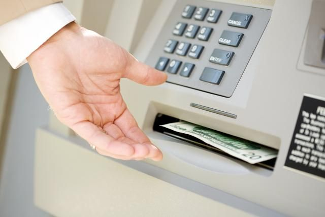 Why You Should Never Get a Credit Card Cash Advance