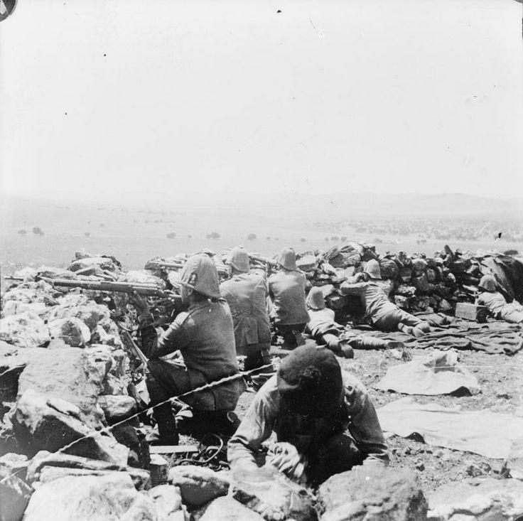 Boer War 1899-1902 Troops of the Dublin Fusiliers defending a piquet. © IWM (Q 72298) Boer War 1899-1902