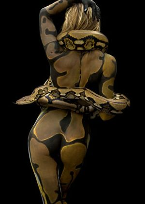 Dark Art | gkkaz: Snake skin Body Painting- Burmese...