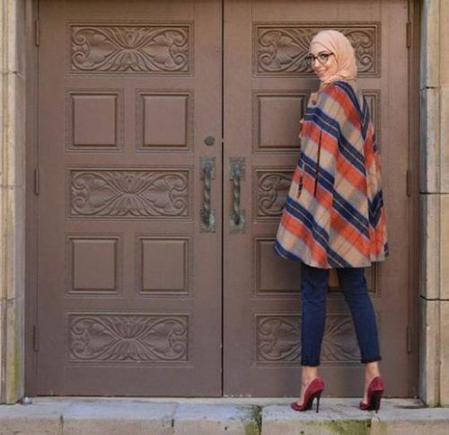 blanket-cape-with-hijab- Winter hijab trends http://www.justtrendygirls.com/winter-hijab-trends/