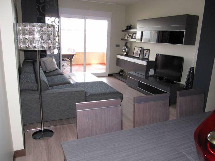 Asi es como habia pensado colocar yo los muebles. sofa a la izquierda y mueble a la derecha.