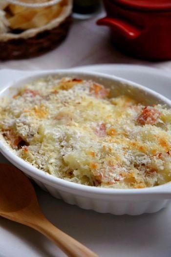 【ジャガイモのガットー】 ほくほくのジャガイモにモッツァレラチーズがとろ~り絡む、サクサク食感と濃厚な味わいを楽しめる一品です。