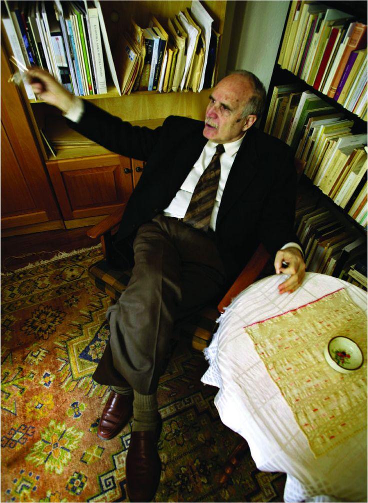 The Schooligans - Συνέντευξη: Ντίνος Χριστιανόπουλος («Βγάλτε τα ποιήματά μου από τα σχολικά βιβλία! Είναι ανήθικα!»)