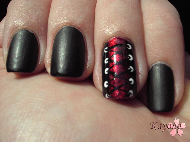 How freakin adorable?! Corset nail design!! This would be cute along with the fishnet nail design!
