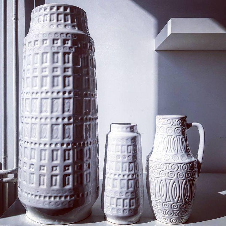 Scheurich white relief vase Inka father and son and Hellas friend😀  #scheurich #father #son #inka #friends #hellas #white #gigant #floor #xl #vases #wgp #westgermanpottery #vintage #modern #midcentury #moderndesign #retro #70s #pottery #ceramic #vase #flowers #shadow #fatlava #german #germany #wgp #relief