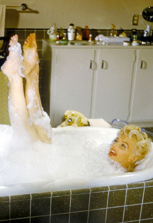 Marilyn Monroe in a deleted scene from The Seven Year Itch ...