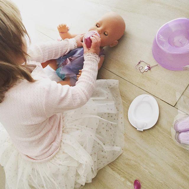 Mommy monday: Van Ledikant naar peuterbed : Kleine meisjes worden groot, van babykamer naar grote meidenkamer en peuterbed. Lees hier hoe die overgang verliep