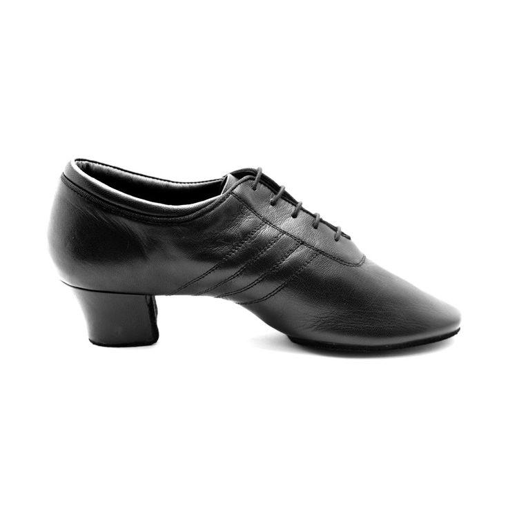 Fed og rå latin dansesko PD008 Premium til herrer. Modellen er fra PortDance og forhandles hos Nordic Dance Shoes: http://www.nordicdanceshoes.dk/portdance-pd008-premium-sort-laeder-dansesko#utm_source=pin