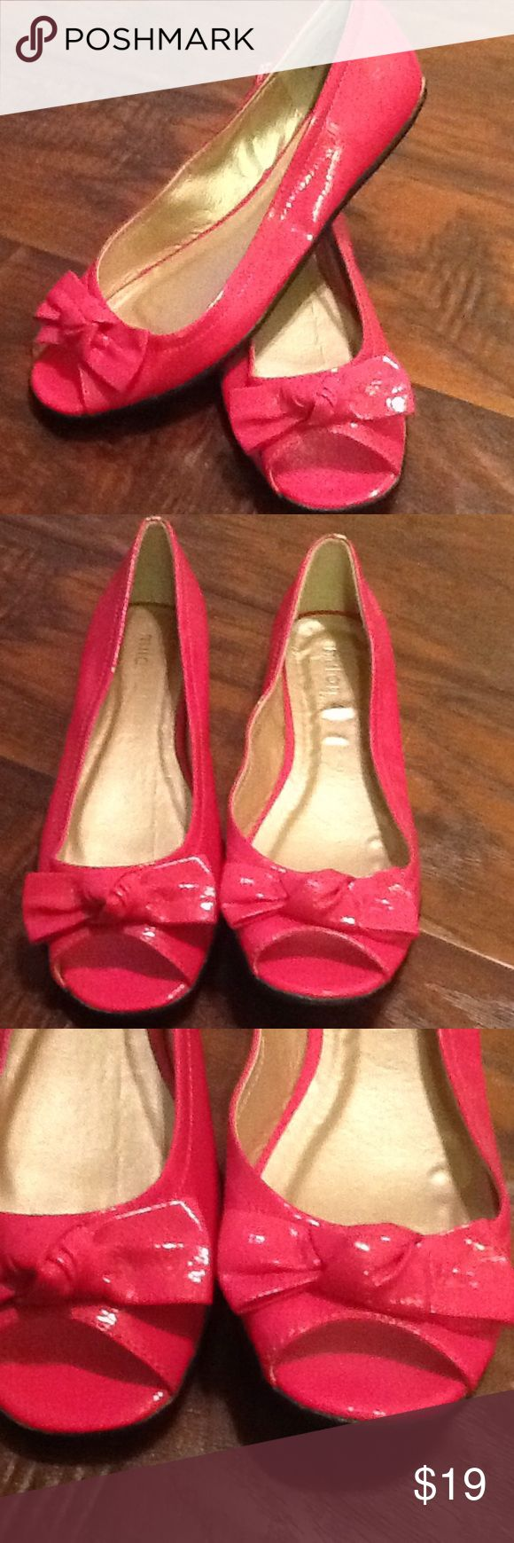Milan 44 Designs Shoes 6.5 Pink Open Toe Flats This is a new pair of shoes, never worn outside. Slight wear from handling. Tiny scuffs on back, see pics. Overall nice pair of shoes. Thanks in advance for looking. Milan 44 Designs Shoes Flats & Loafers