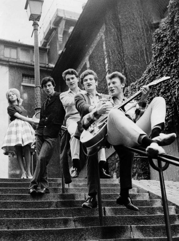"Syvlie Vartan, Eddy Mitchell, Johnny Hallyday, Hervé Vilard, Hugues Aufray, des figures emblématiques de ""Salut les copains""."