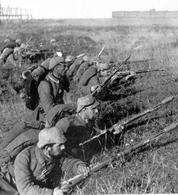 In september 1914 werden de Duitsers in Noord-Frankrijk tegengehouden door de Fransen. Beide legers groeven zich in en wachtten. Omdat Duitsland de strategie wijzigde en er vanuit Parijs extra soldaten kwamen, kon een aanval plaatsvinden. Aan beide kanten vielen veel doden maar Parijs was gered en de overwinning bij de Slag aan de Marne  gaf veel Fransen weer hoop.