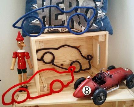 Modèle de voiture pour décorer la chambre des petits garçons. Coloris au choix (cf nuancier photos) Modèle 1 (exemple en bleu marine) ou Modèle 2 (exemple en noir et en r - 19043251