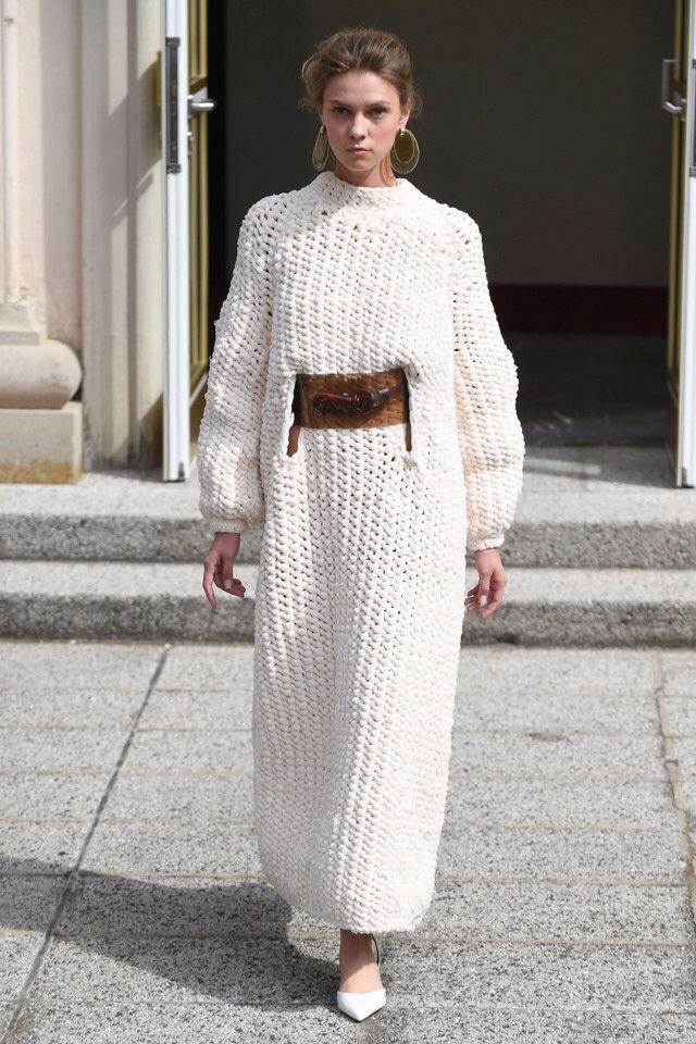 Vanessa Schindler  #VogueRussia #readytowear #rtw #springsummer2018 #VanessaSchindler #VogueCollections
