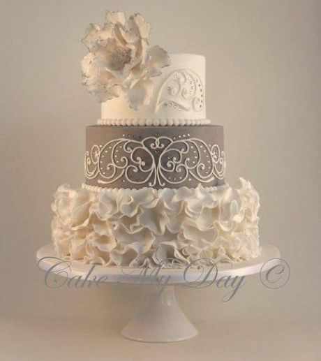25+ best ideas about Small Wedding Cakes on Pinterest | Gold small ...