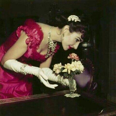 Maria Callas na ópera La Traviata de Verdi. Teatro Scala de Milão em 1955.