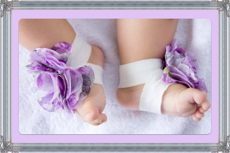 These pretty barefoot sandals are an ideal way to dress up your babies outfit without having the struggle of getting them into shoes! A soft satin flower combined with soft stretch elastic, perfect for babies little feet.  Great for parties, christenings, photo shoots or just to dress up an every...