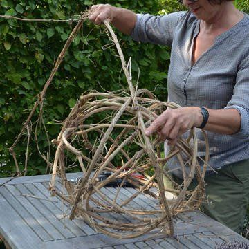 Braiding decoration balls from clematis tenders themselves  – Basteln