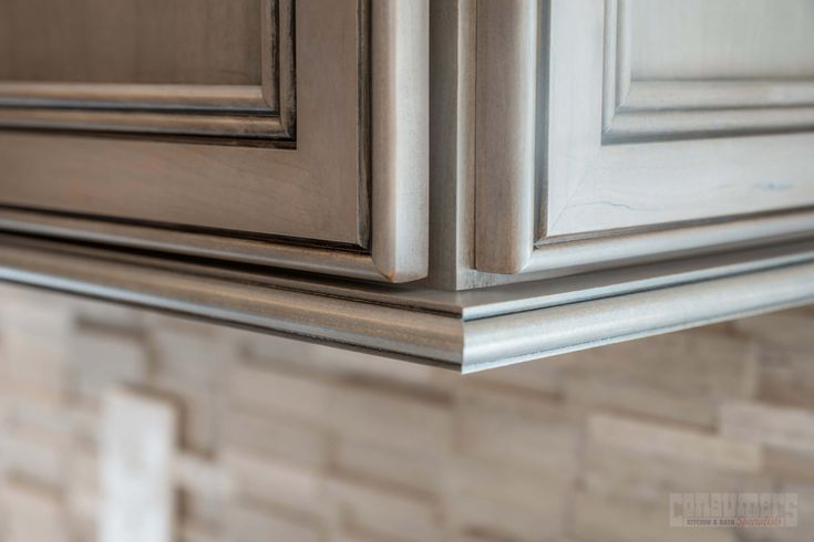 Holbrook Sophisticated Consumers Kitchen Showcase Design Long