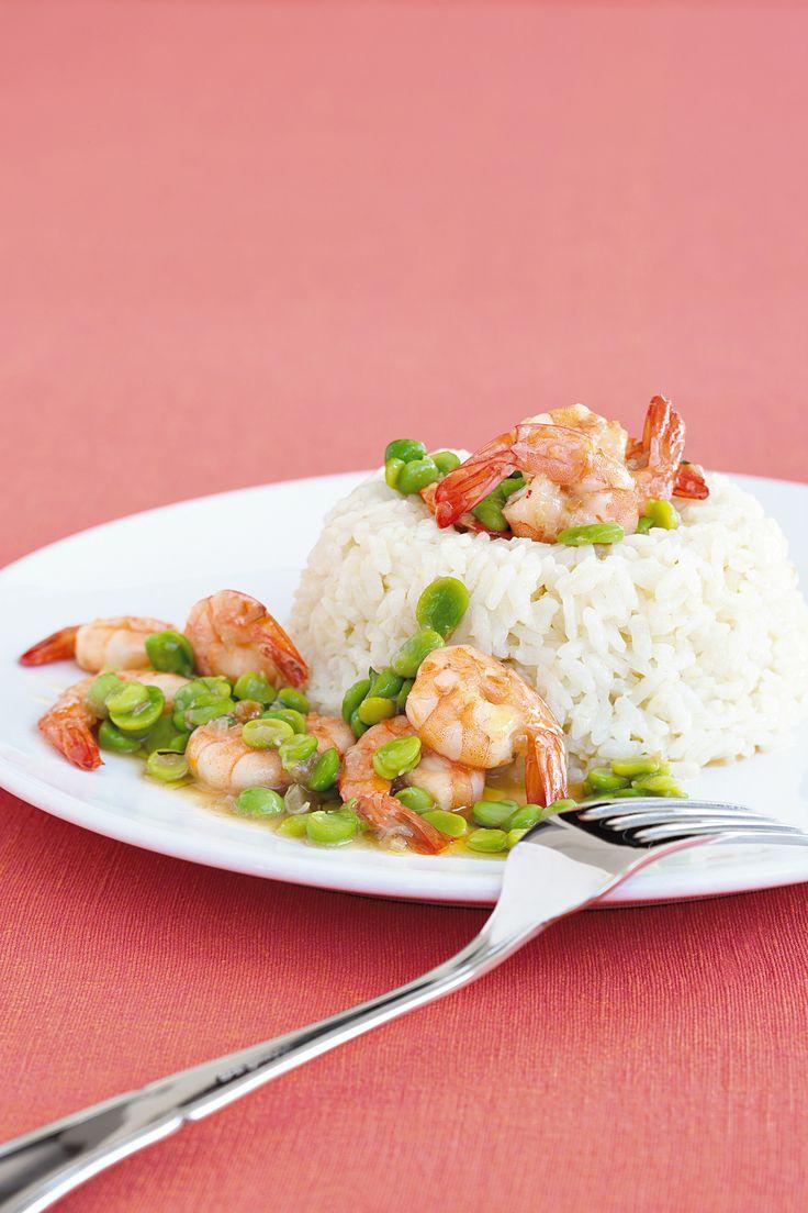 Ecco un primo piatto di sicuro effetto: si tratta dell'anello di riso con ragù di gamberi, fave e piselli. Prova a realizzarlo con la ricetta di Sale&Pepe.
