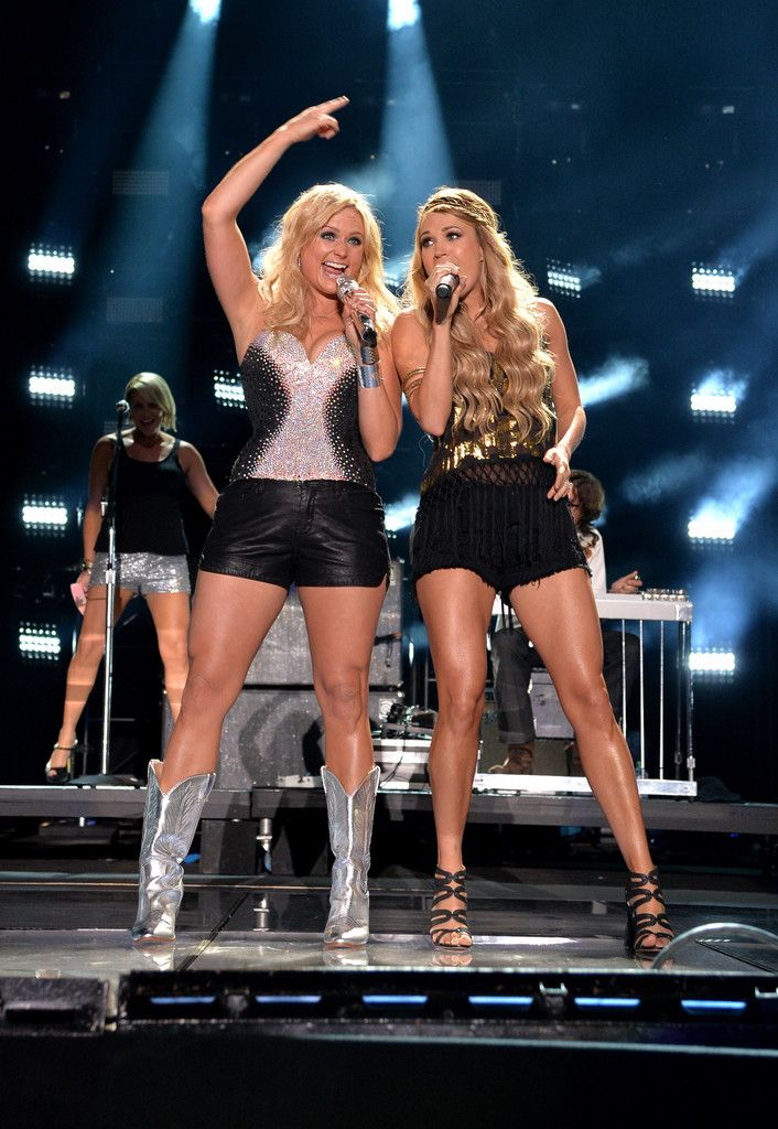 Carrie Underwood : 2014 CMA Festival - Day 2 Ohhh I need those silver boots badddd!!!