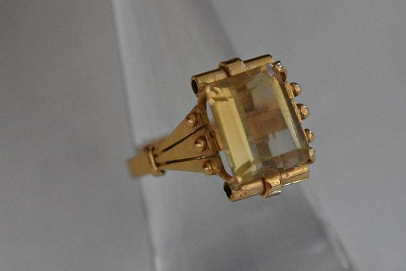 A unique Art Decoyellow gold 18 ct cocktail ring