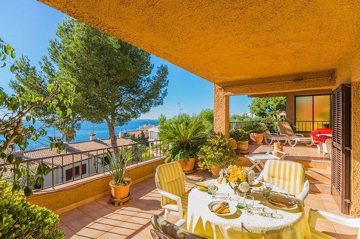 Die Wohnung ist stilvoll eingerichtet und hat eine warme, qernutliche Atmosphäre. Das Apartment ist komplett renoviert und verfüqt über zwei Schlafzimmer, 2 Badezimmer, eine Küche mit Geschirrspüler, ein Wohnzimmer, 2 Terrassen, 2 Balkone und eine Garage. Preis nur 350.000 Euros
