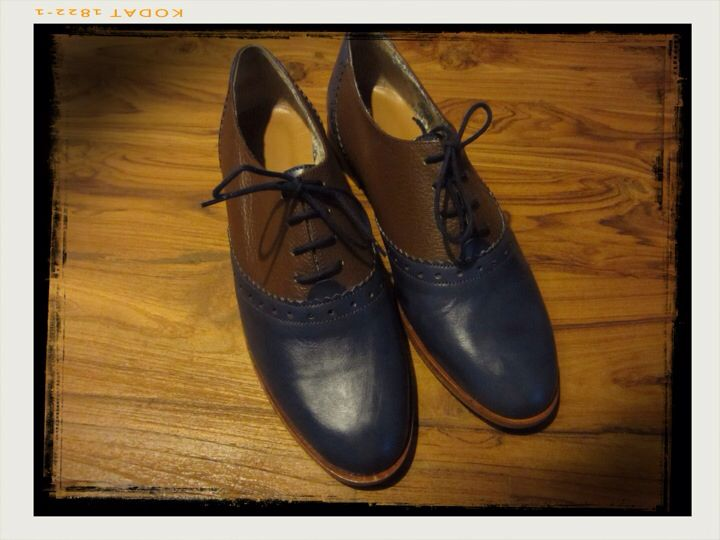 Oxford womans blue-brown leather shoes.