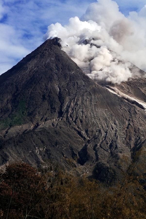 Eruption in Mt Merapi, Yogyakarta, Indonesia. by~melaniepram