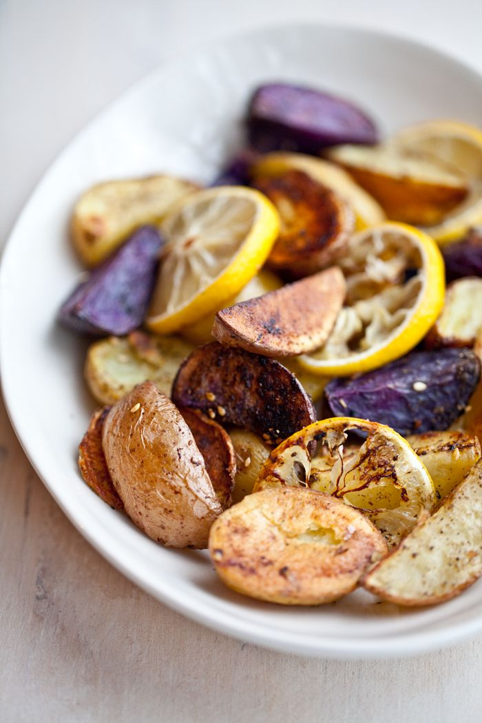 .: Side Dishes, Roasted Potatoes, Color Potatoes, Foodies Inspiration, Roasted Baby Potatoes, Lemon Food, Zaatar Roasted, Roasted Vegetables, Lemon Potatoes
