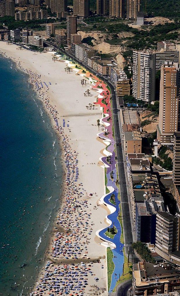 As calçadas mais belas do mundo. Passeio Marítimo de Poniente, Benidorm Espanha (Foto: Alejo Bagué)