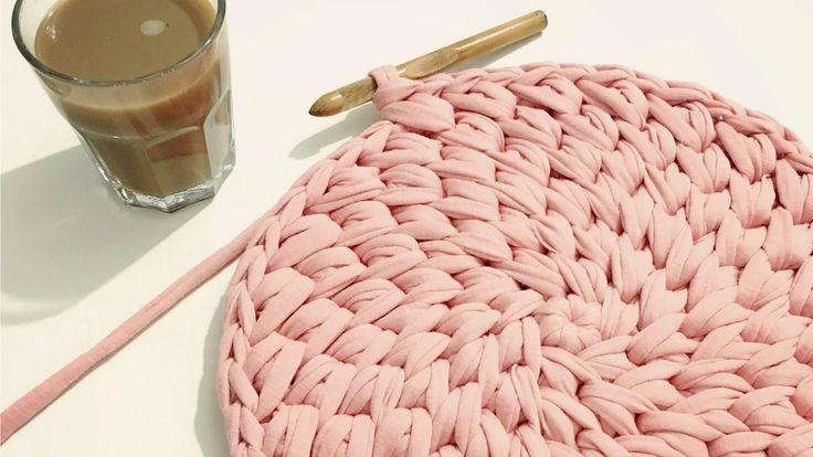 איך לסרוג שטיח איקסים מפוצלים בחוטי טריקו - Crochet round waistcoat cros...