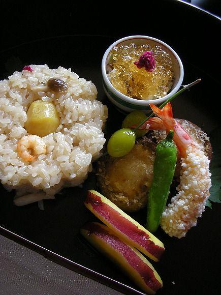 Photo: Autumn Japanese Cuisine (Chestnut Rice, Prawn, Shiitake Mushroom and Sweet Green Pepper  Tempura, Ginnan Ginkgo Nuts)   Nihon Ryori 日本料理