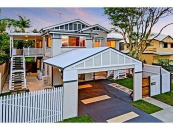 Concrete queenslander house exterior with portico & window awnings - House Facade photo 525969