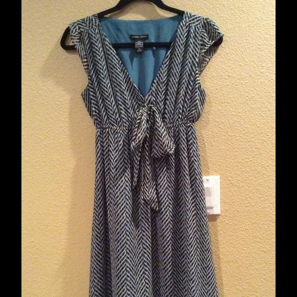 Sleeveless chevron dress Beautiful and very nice dress in excellent condition. Only worn it once.. Brand name is New York and Company. Dresses