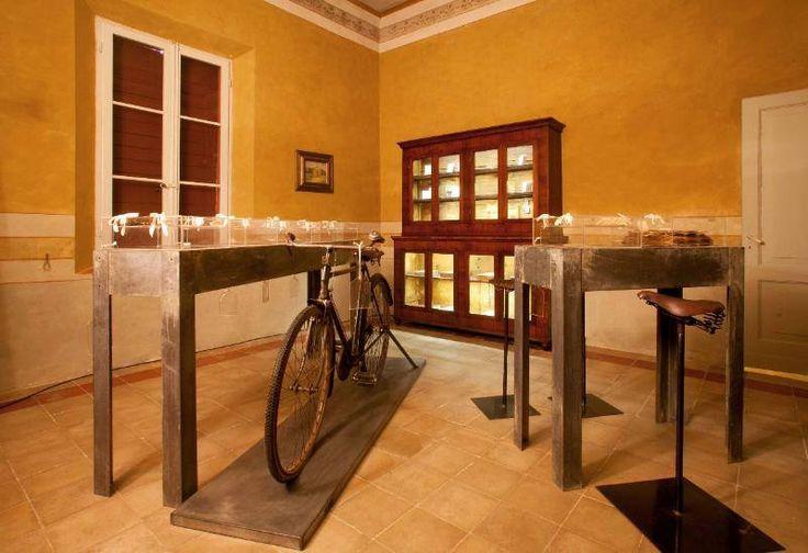 La Casa Rossa di Alfredo Panzini (1906)  Museo e Parco culturale Particolari #liberty #style #bicicletta
