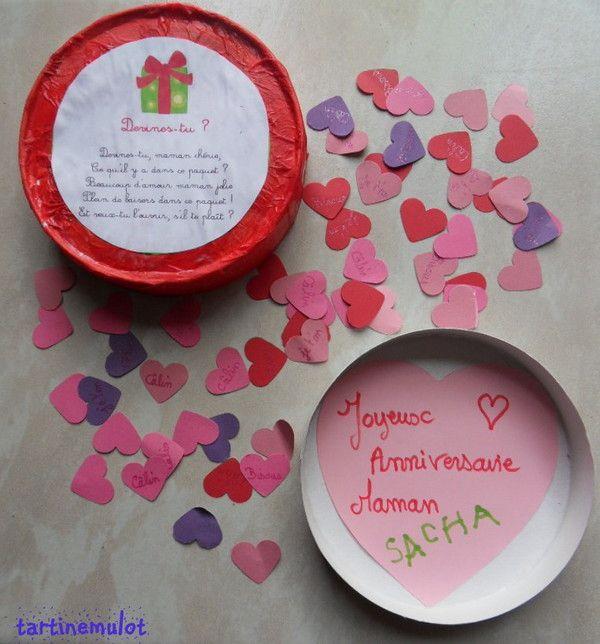 Le message sur un grand coeur, et la (jolie) boîte remplie de petits coeurs