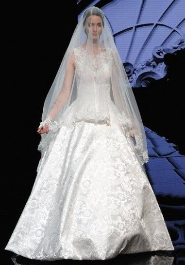 Carlo Pignatelli #weddingdress #weddingplanner #matrimonio #matrimoniopartystyle #bride #bridal #nozze #sposa2016 #collezionesposa2016
