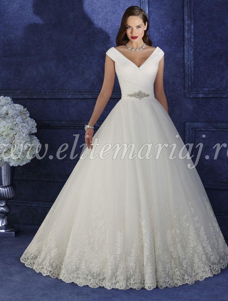 Rochia Victoria Jane 17958 este o rochie de mireasa ce reprezinta manifestarea unei senzualitati luxoase. Linia bustului este innobilata de broderii pretioase, cu accente glam, iar talia este punctata de pliseuri delicate.  Culori disponibile - White,  Ivory,  Light Gold