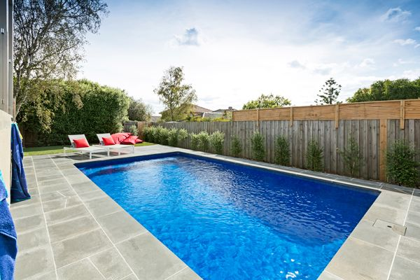 This rectangle swimming pool measures 7.0m x 4.0m and features the richest blue pool interior, Bahama Aqualux. This swimming pool is located in Burwood East, Melbourne and was custom built by Albatross Pools.
