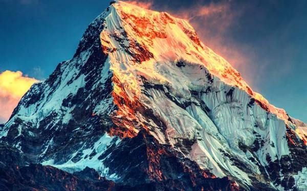 Indian Army mountaineers with a team of six army mountaineers led by Lieutenant Colonel Ranveer Jamwal successfully submitted Mount Everest (8848 M) at dawn on May 19