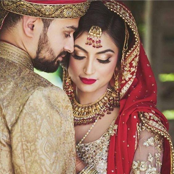 Beautiful Couple Indian Wedding Photography Poses Indian Wedding Photography Couples Wedding Couple Poses