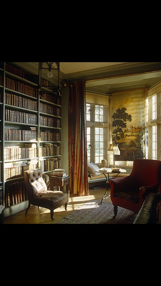Love the size of this room; it's beautiful.(bh)