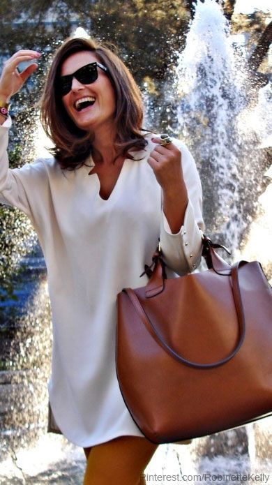 Love the tunic dress and oversized bag but also convinced that it only looks good on this woman