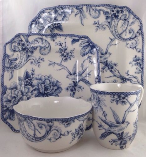 BLUE TOILE BIRD DINNERWARE.