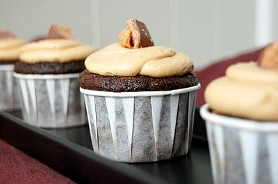Butterfinger Cupcakes: Cupcakes Click, Cupcakes Mi Dads, Butterfinger Cupcakes Mi, Butterf Cupcakes Mi, Frostings Recipes, Cakes Breads Cupcakes, Cakes Cupcakes Frostings, Peanut Butter Frostings, Cakes Cakes And Cupcakes